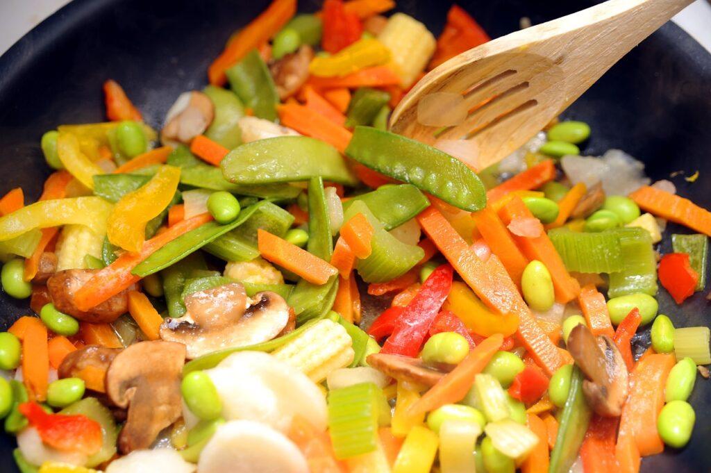 salad dish, mixed salad, vegetable salad
